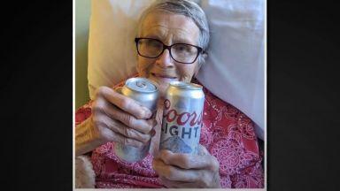 Почина бабата, прочула се с посланието за повече бира в пандемията