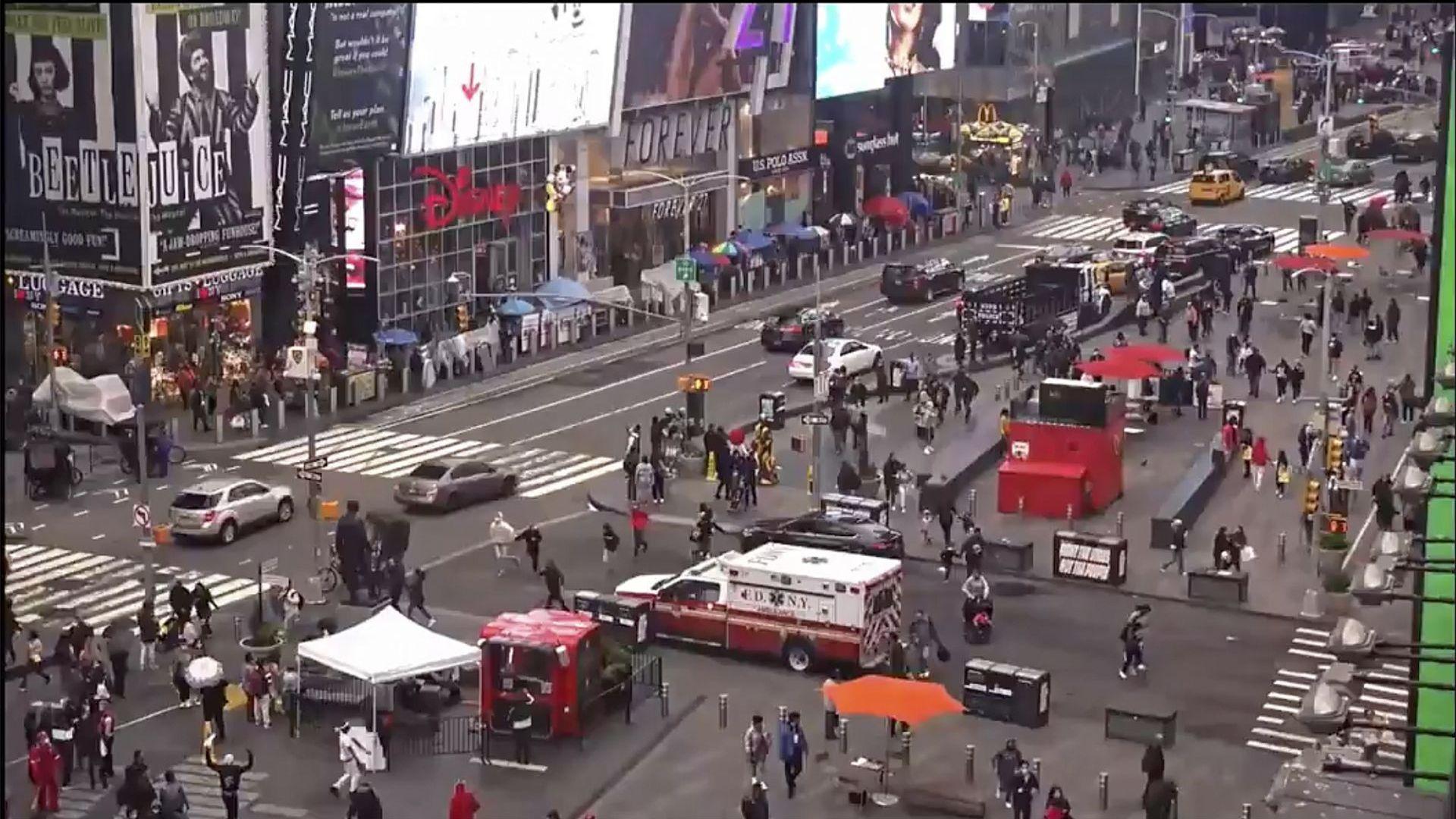 """2 жени и дете са ранени при стрелба на """"Таймс скуеър"""" в Ню Йорк (видео)"""