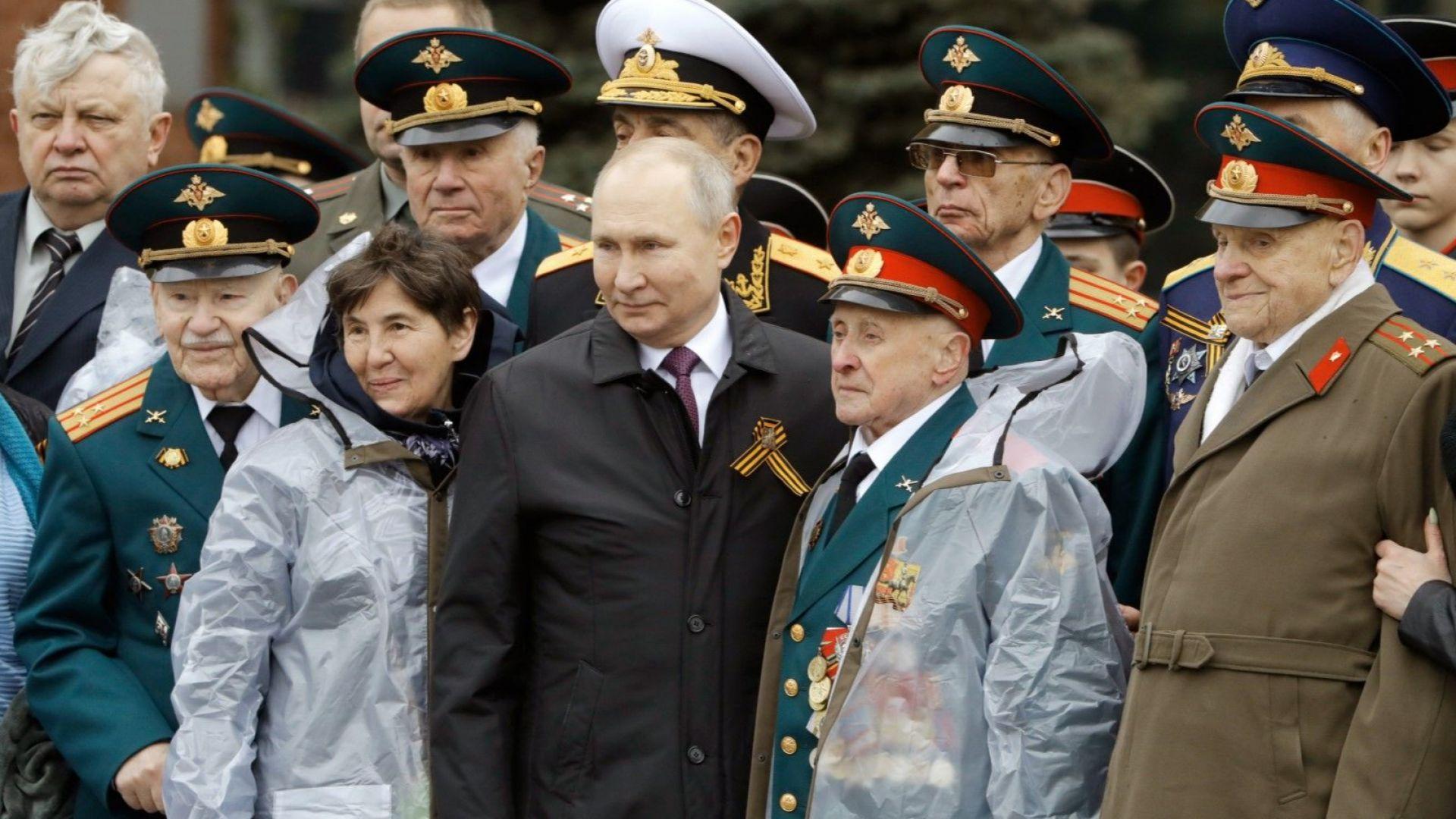 Путин на 9 май: Русия брани неуморно международното право