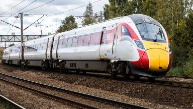 Пукнатини във влакове Хитачи спряха железопътните услуги във Великобритания