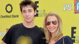 Вижте порасналия син на Лиса Кудроу! Джулиън навърши 23