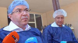 """Реаномобил транспортира Владимир Каролев от болницата в Разлог до """"Пирогов"""" (видео)"""