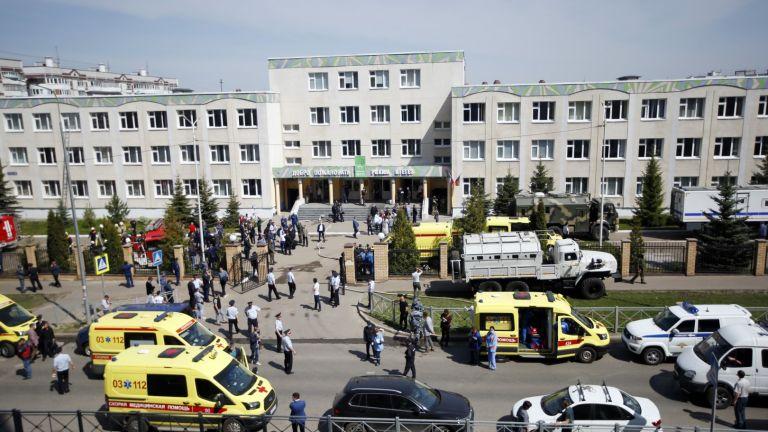 Най-малко 7 деца и двама учители загинаха при стрелба в