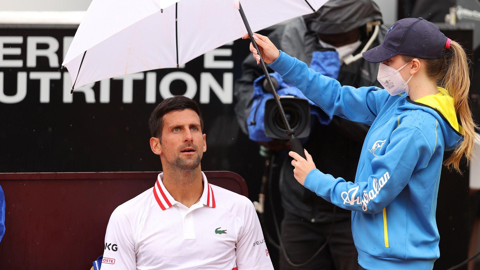 Джокович покрещя на съдията, но все пак се завърна с победа в Рим
