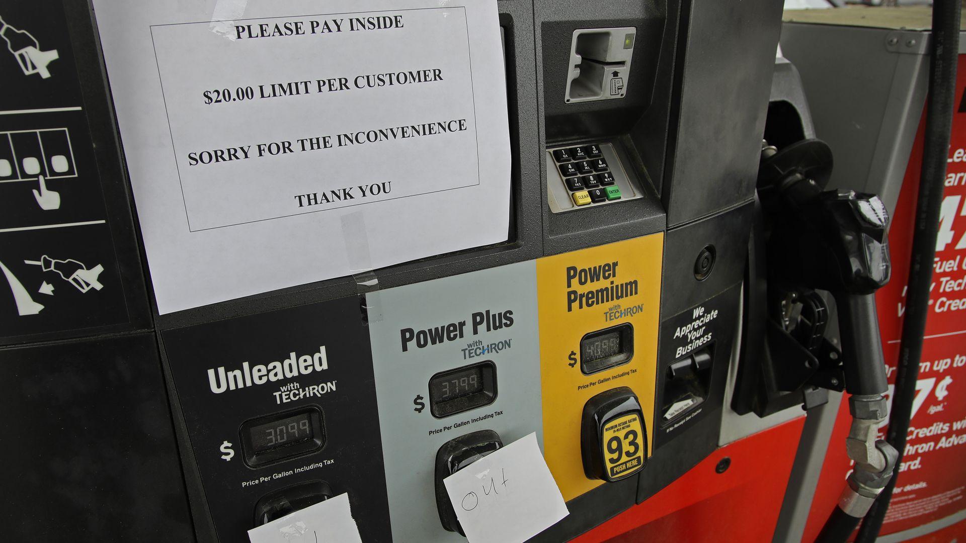 След кибератаката: Опашки за бензин на Изтoчния бpяг в CAЩ, горивото свършва