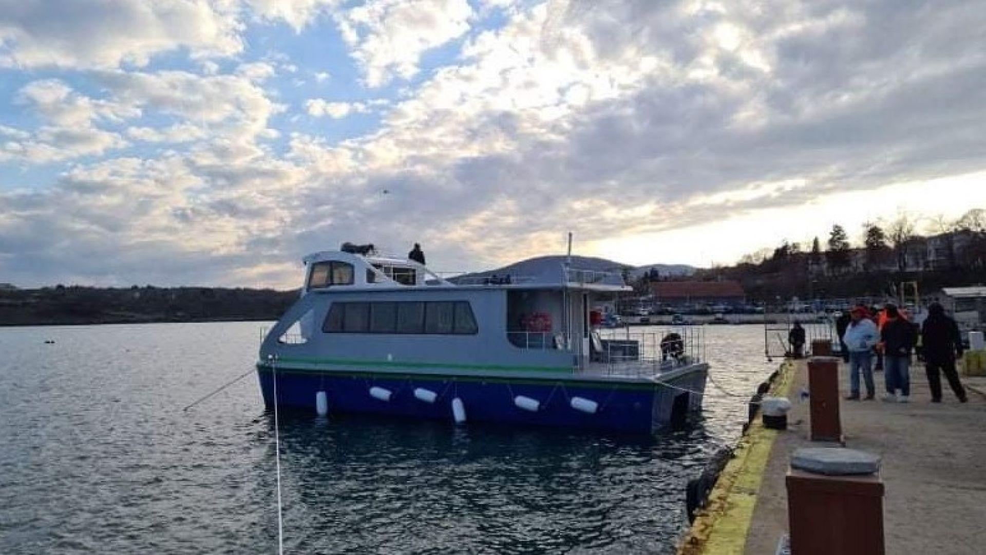 Пристанище Бургас посреща първия български хибриден екокатамаран