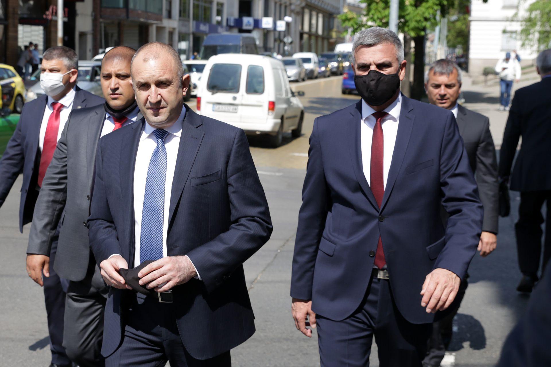 Президентът и служебния премиер отидоха на поклонението на генерал Колев