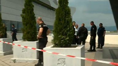 Стрелба в метрото на летище София: Мъж е починал, жена се бори за живот