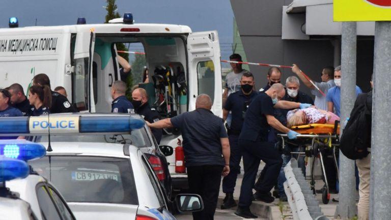 Приключи операцията на жената, пострадала днес при стрелба в Столичното