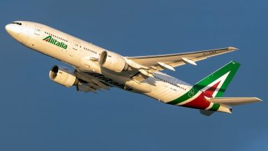 Как се спасява авиокомпания със стотици милиони от държавата