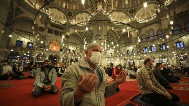 Мюсюлманите празнуват Рамазан Байрам, Радев и Борисов с поздравителни честитки (снимки)