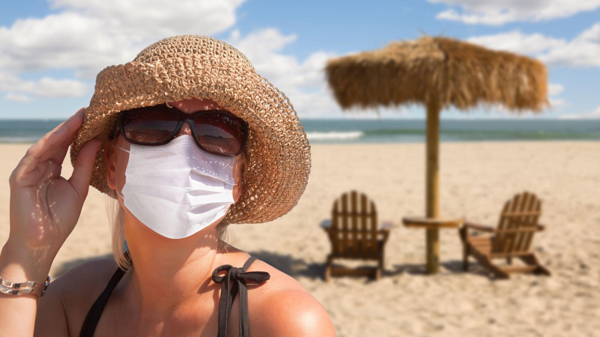 Португалия ще глобява плажуващите без предпазни маски