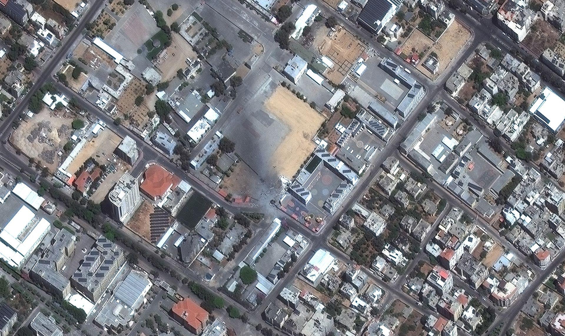 Развалините на обезопасителна сграда, след ракетен удар в Газа
