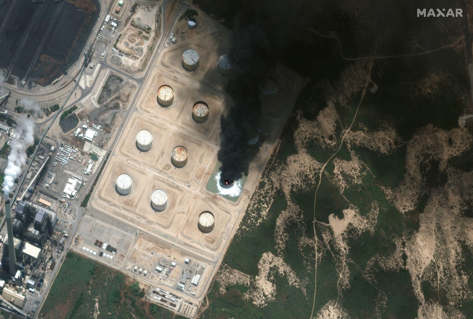 Пожар във ферма за петролни резервоари в Ашкелон, Израел