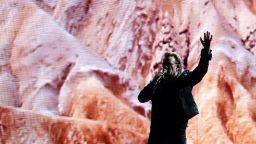 Боно от U2 изпя официалната песен на Европейското първенство (видео)