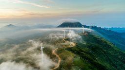 """Експерти предупреждават за неприемливо висока цена на """"зелената"""" енергетика"""