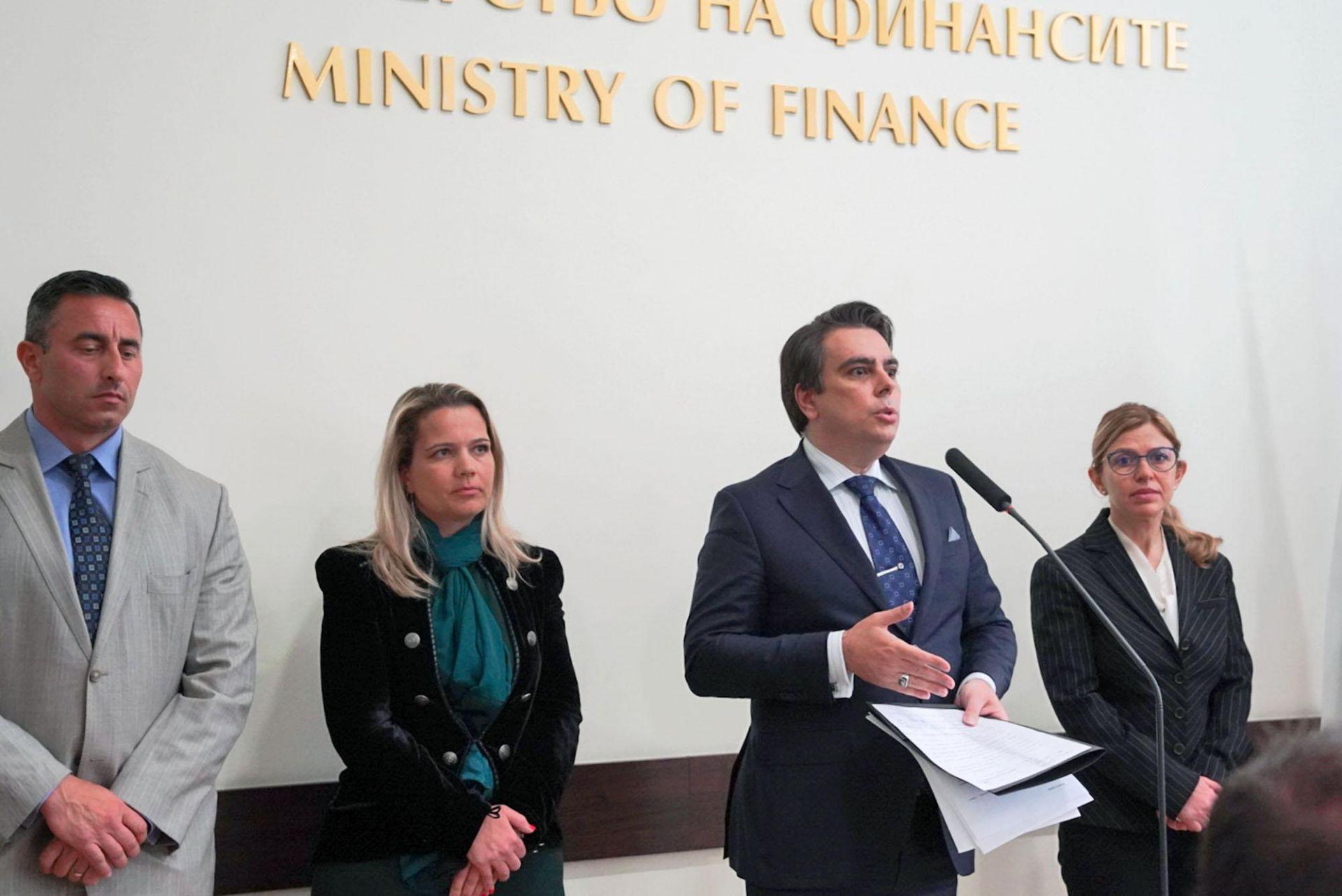 Асен Василев представи официално Румен Спецов (вляво)