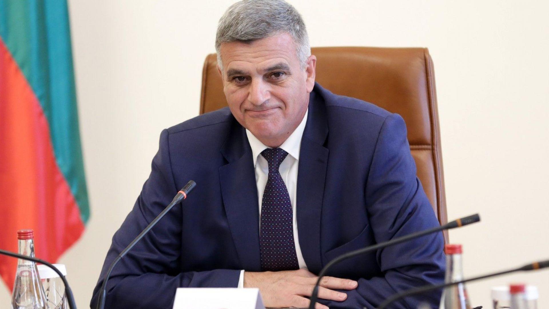 """Стефан Янев: ТЕЦ Марица Изток 2"""" няма да спира, ще работи на минимална мощност"""