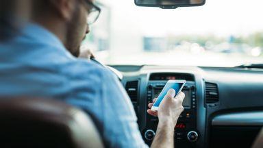 Близо 30% от младите шофьори признават, че пишат съобщения на телефона си, докато шофират