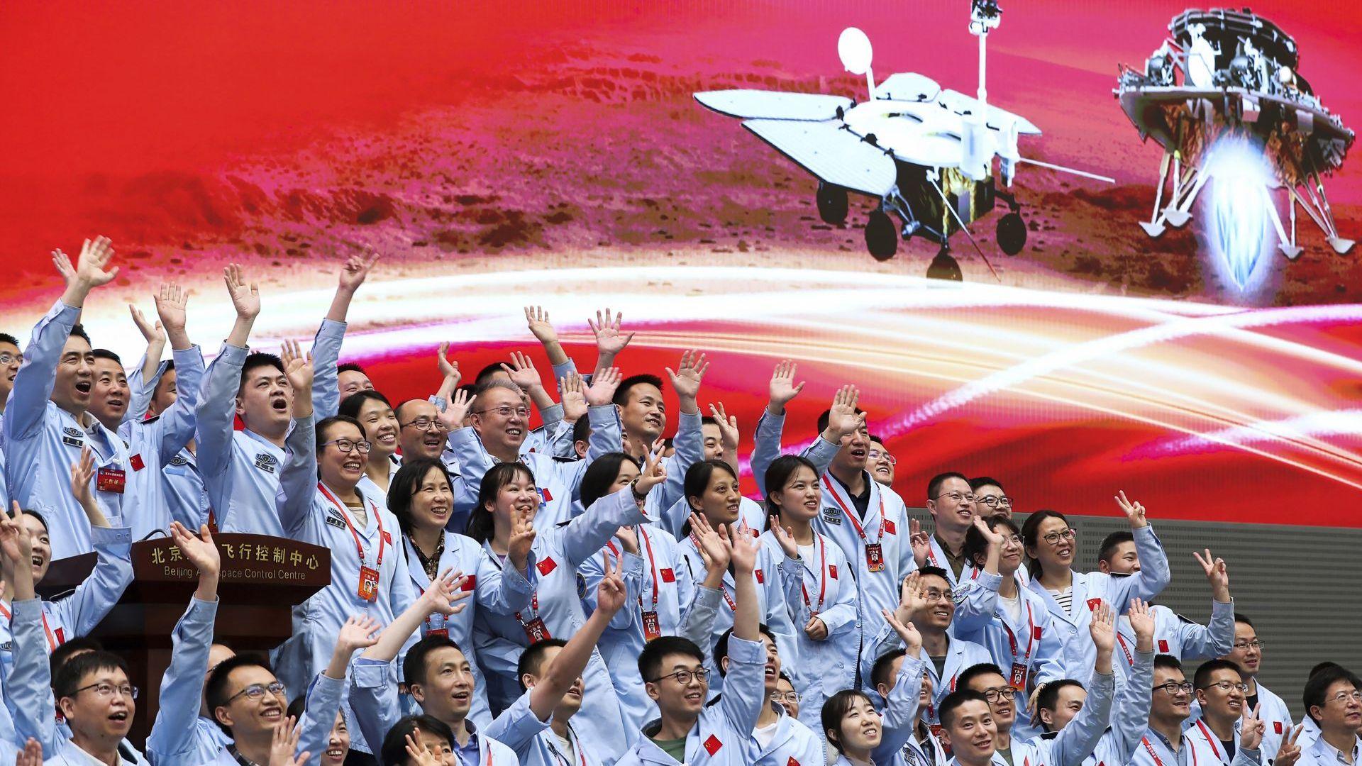 Китай кацна успешно на Марс, Си Цзинпин приветства целия аерокосмически отрасъл