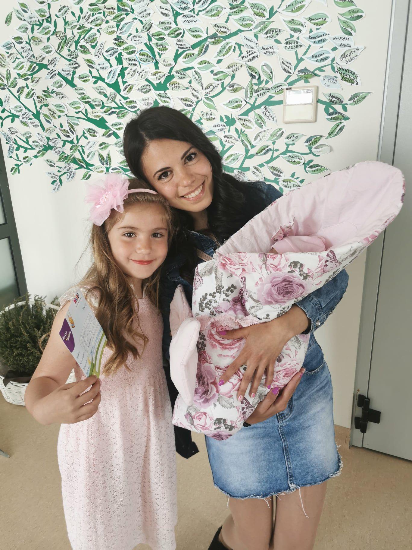 Щастливата Марина с двете си дъщери