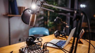 След 52 години в ефир: Хонконгски радиоводещ каза сбогом на слушателите