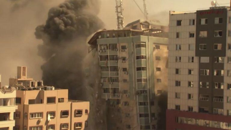 Израелската армия нанесе днес удар по близо десететажна сграда в