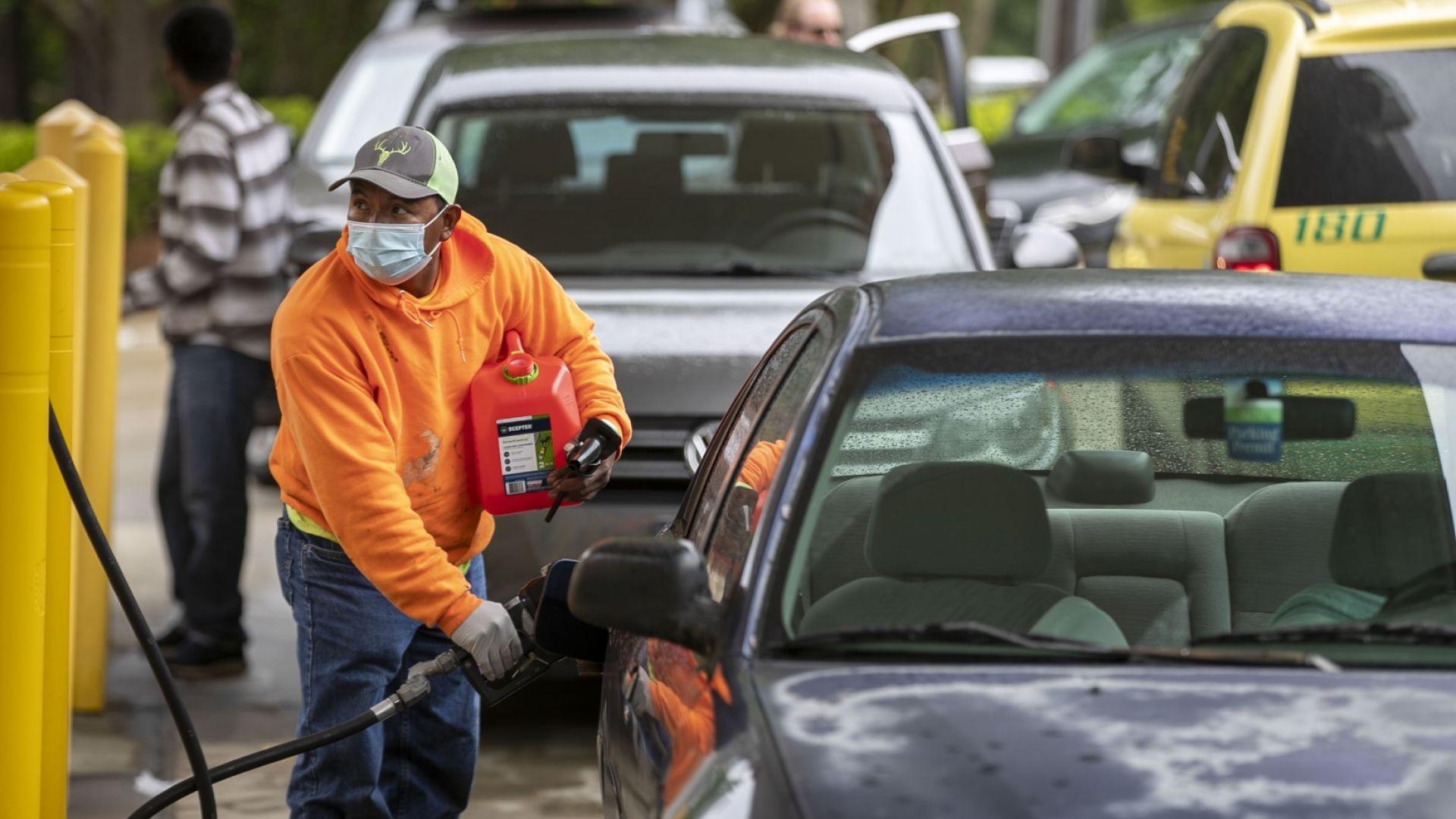Кризата с бензина в САЩ утихва, кораби и камиони пълнят резервоари