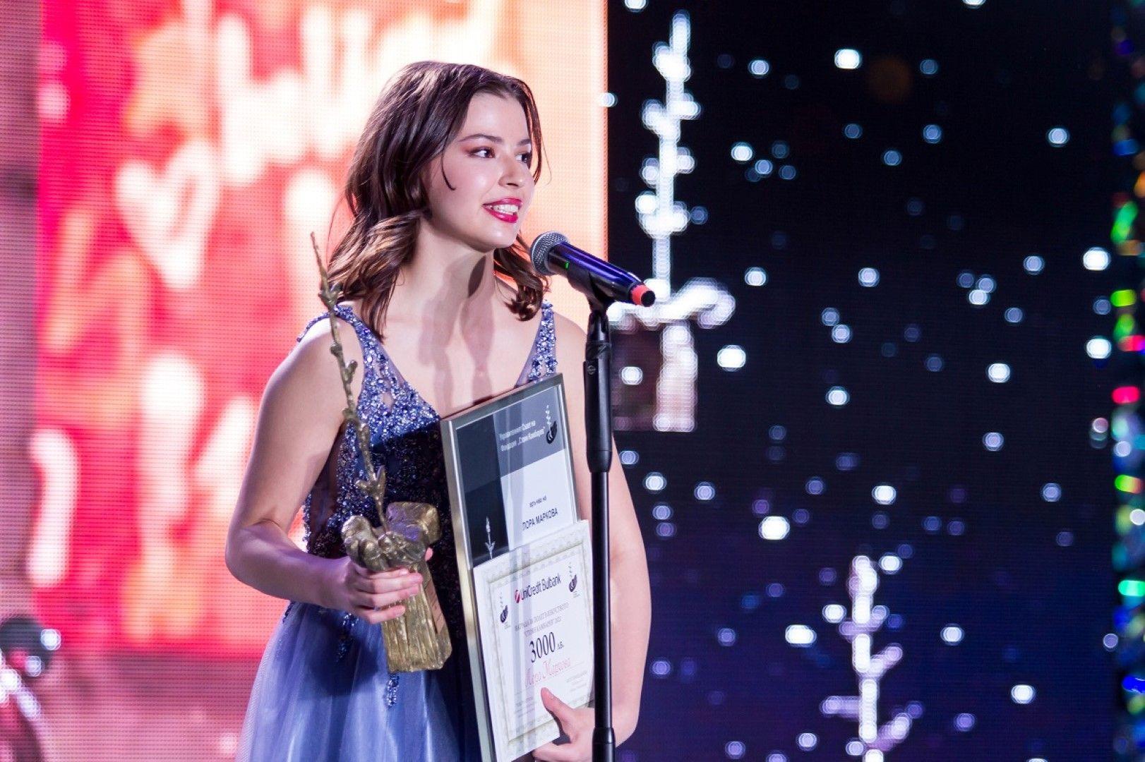 Виртуозната цигуларка Лора Маркова с Наградата за полет в Изкуството за 2021 година