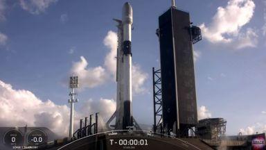 """""""Спейс екс"""" изстреля 54 спътника с ракетата-носител """"Фалкон-9"""" (видео)"""