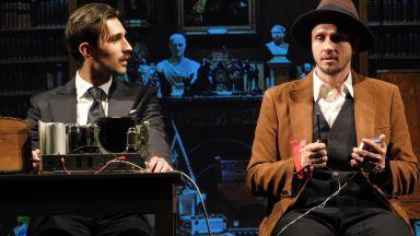 Историята на легендарен руски изобретател и двоен агент на Голяма сцена в Народния театър