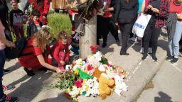 Протест в червено и играчки в памет на 3-годишния Кристиян