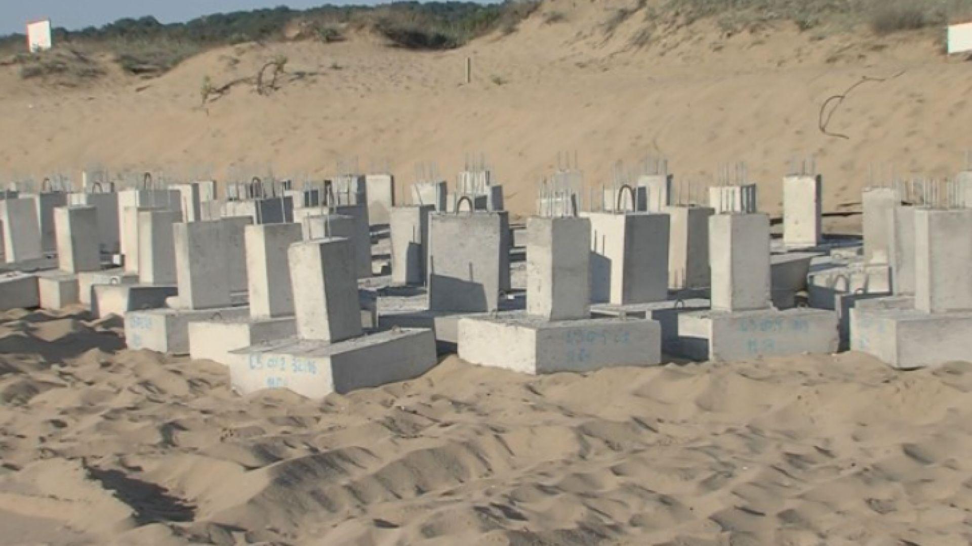 """Концесионерът на """"Смокиня"""": Не се излива бетон на плажа, ще бъде вграден в пясъка"""