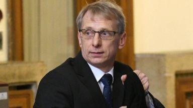 """Министърът на образованието се ваксинира с """"Янсен"""""""