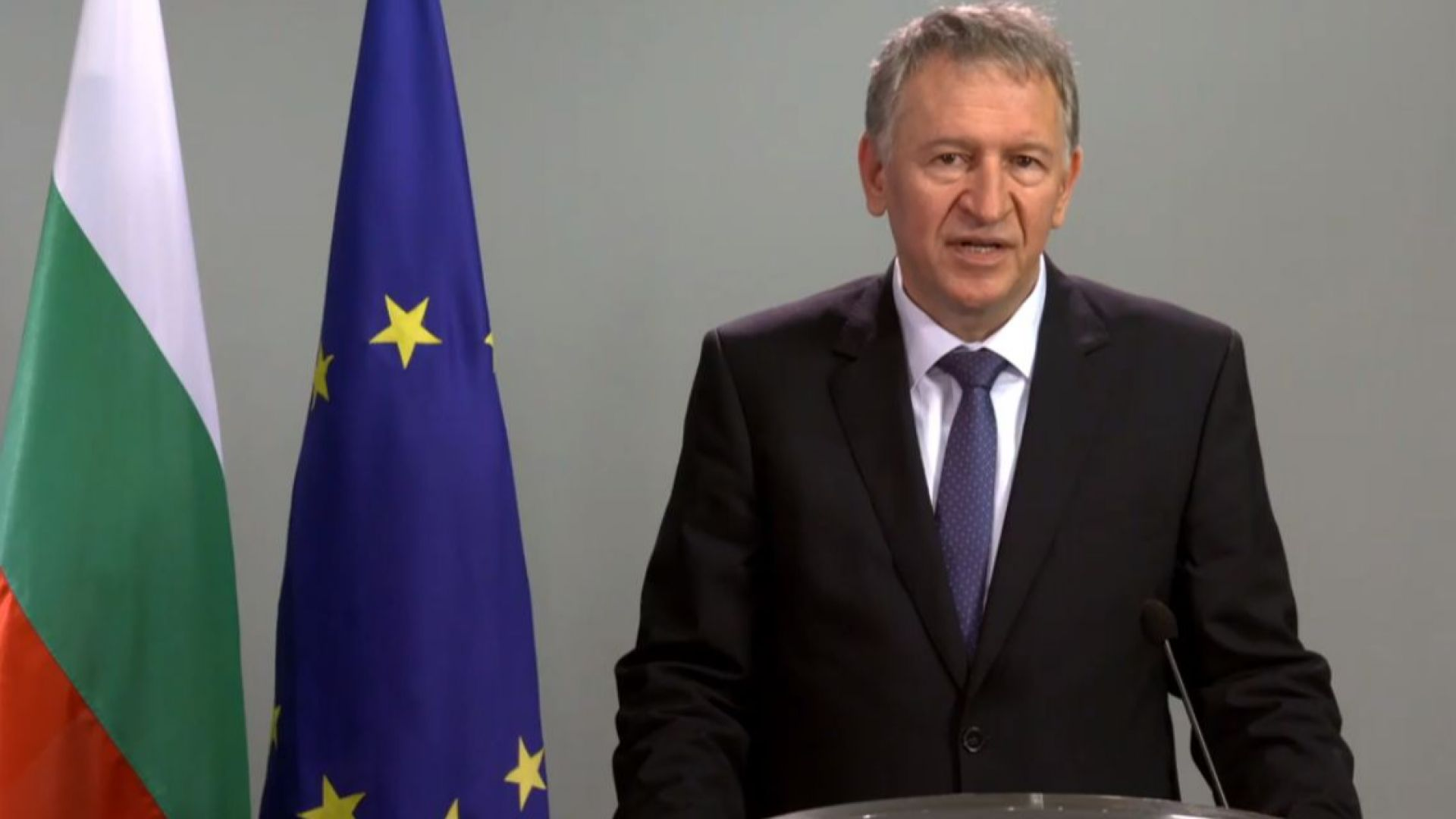 Здравният министър с 3 нови заповеди за Covid-мерките и удължената извънредна обстановка