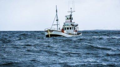 Риболовен кораб с 5-има души екипаж изчезна в Черно море, открили са телата на 3-ма от тях