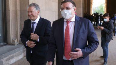 Костадин Ангелов обвини в три лъжи служебния си наследник Стойчо Кацаров