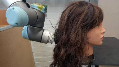Учени създадоха роботизирана ръка, способна да разресва и най-заплетената коса