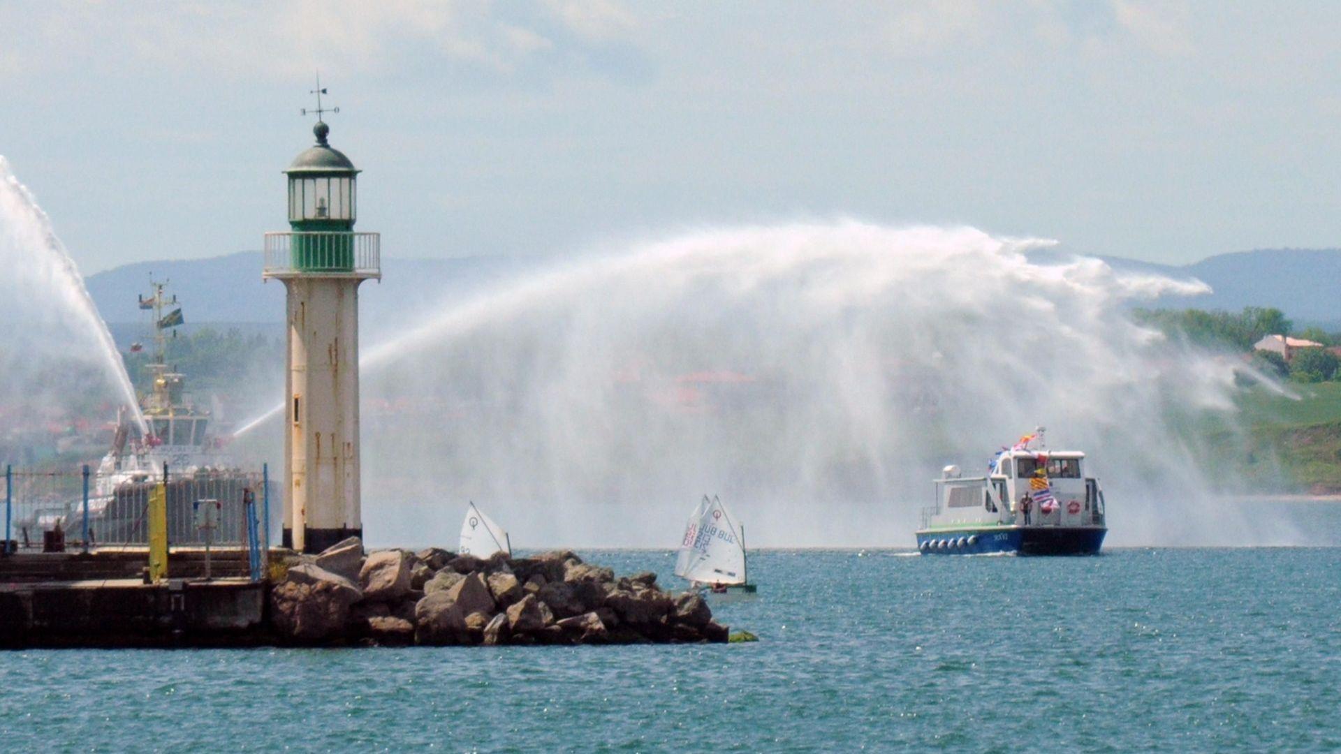"""Катамаранът е изграден по трансграничен проект """"Плаване през Черно море"""""""