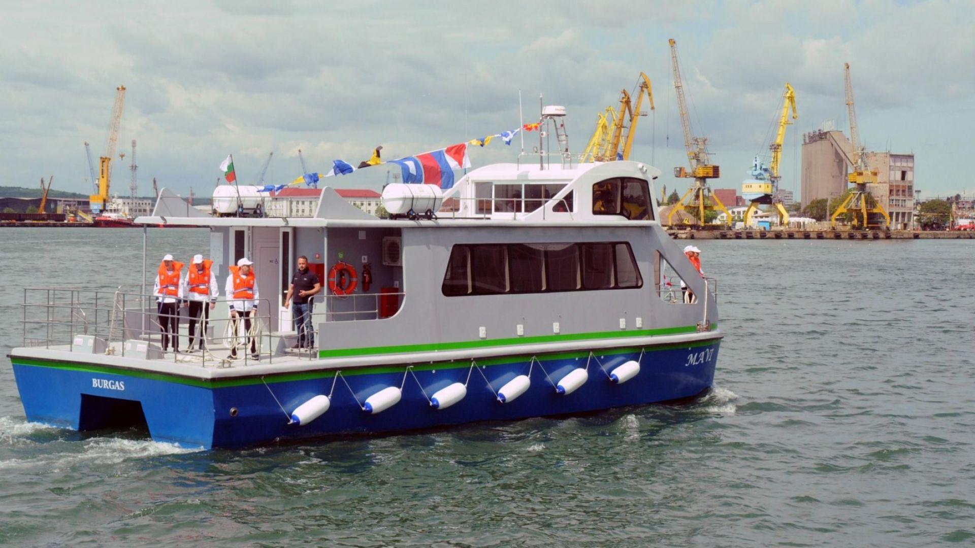 Моделът е разработен с хибридни двигатели и слънчеви панели