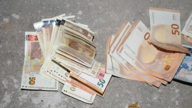 Разбиха престъпна група за дрога и сводничество, иззеха 150 000 лева