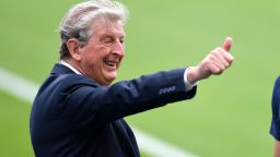 Един от колоритните образи в английския футбол се оттегля след 45 години като треньор