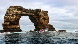 Рухна Арката на Дарвин край Галапагоските острови (видео)
