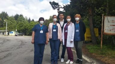 Български мобилни екипи ваксинират македонци на два гранични пункта