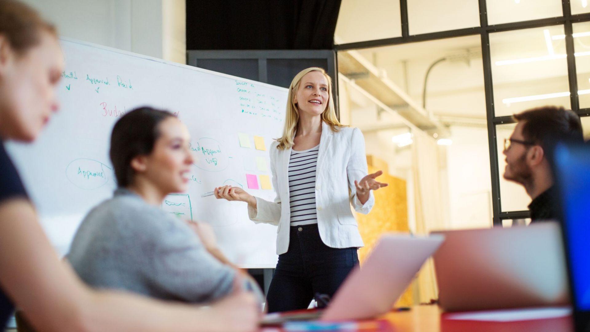 """По-голямото женско присъствие увеличава """"колективния интелект"""" в работната среда"""