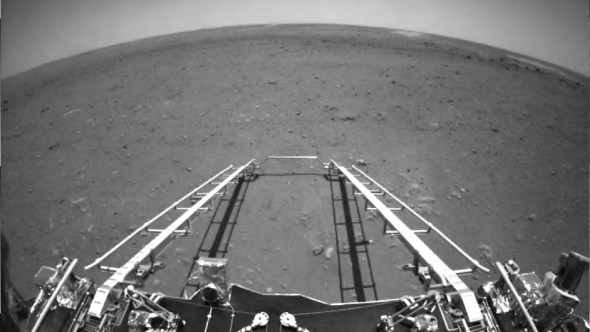 Китай показа първите си снимки от Марс