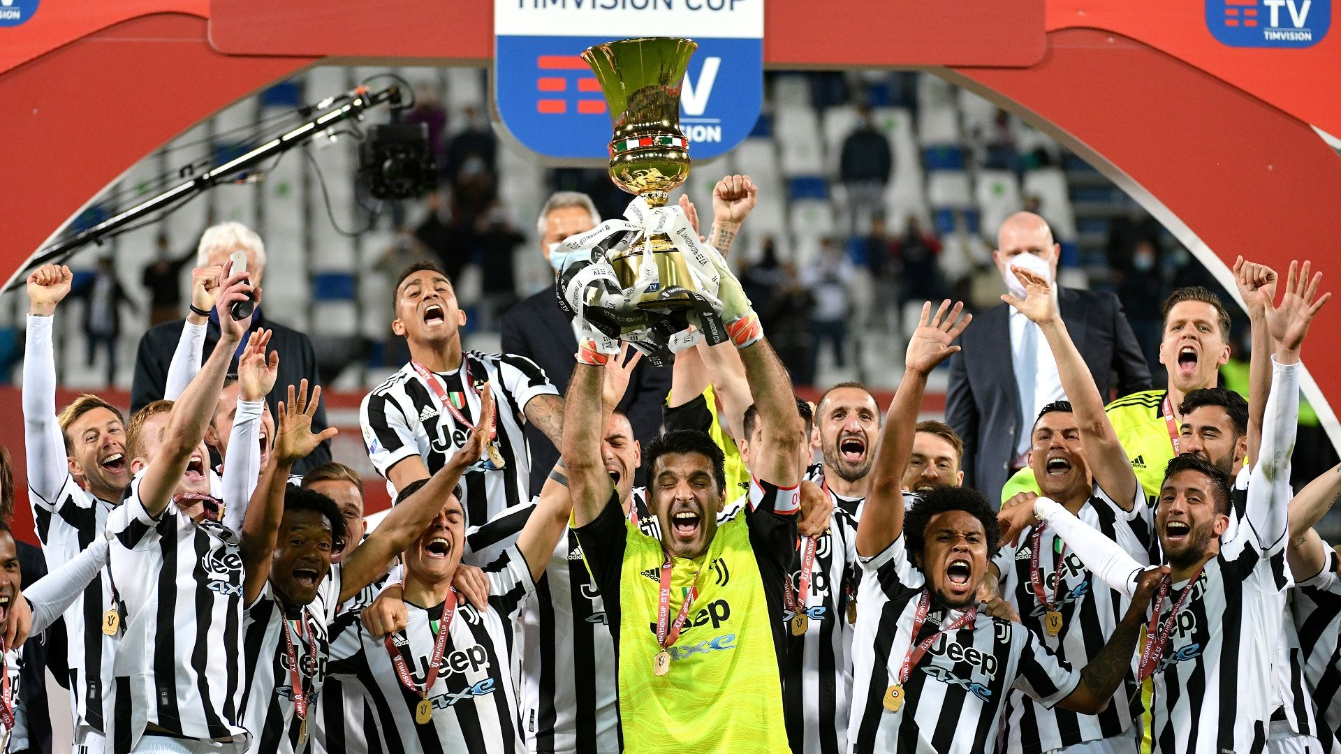 Ювентус не остана без трофей, изпрати големия Буфон с Купата на Италия
