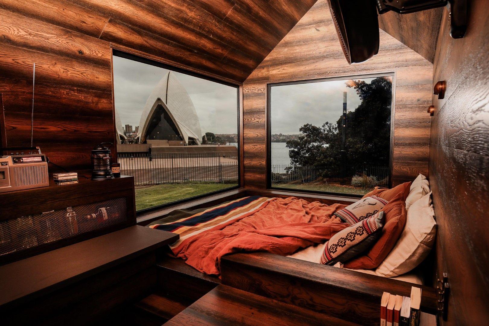 Интериор на еко кабината на Макконъхи