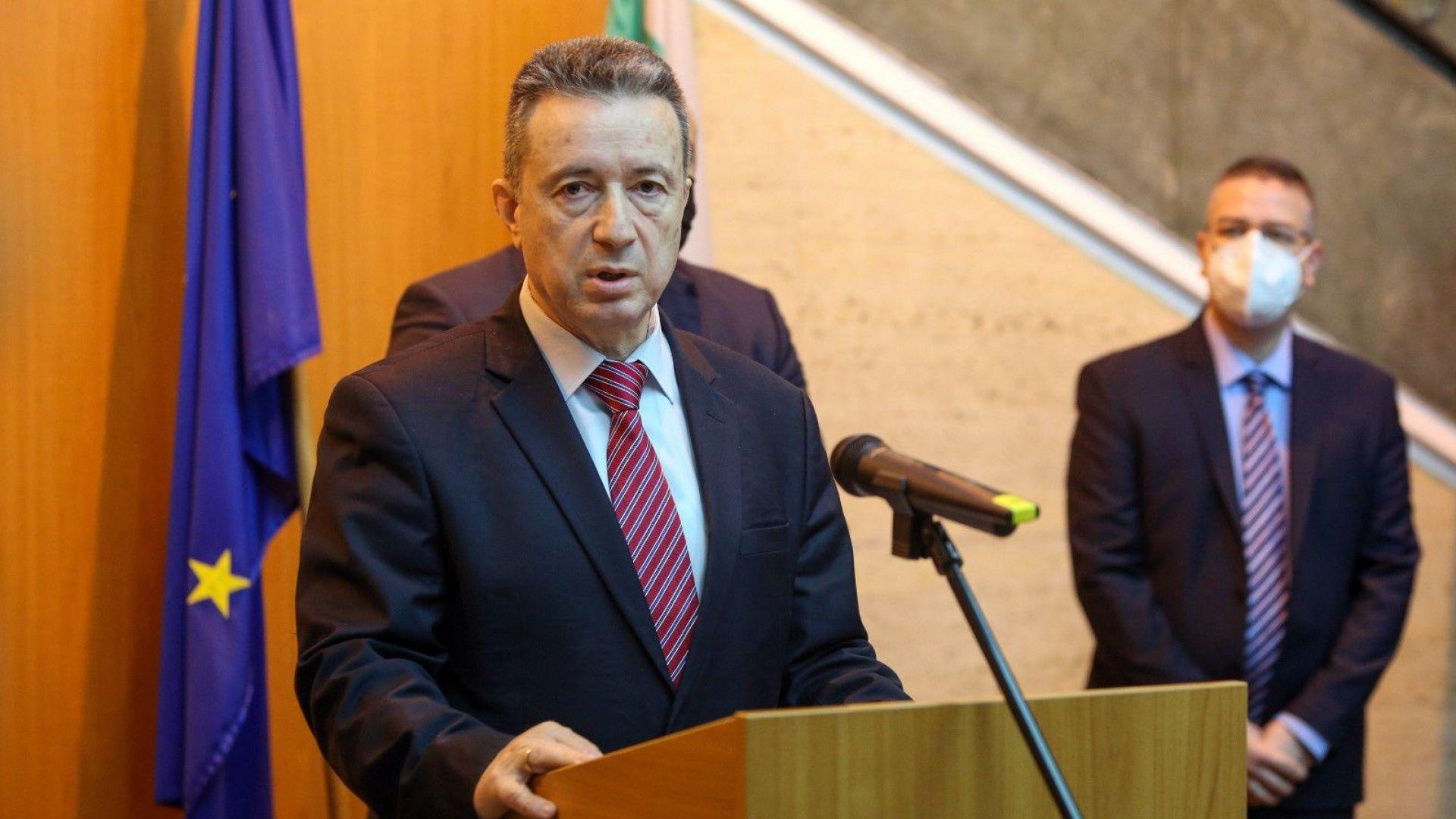 Стоилов: В бюджета нямаше средства за допълнителните пари за пенсионерите и лекарите