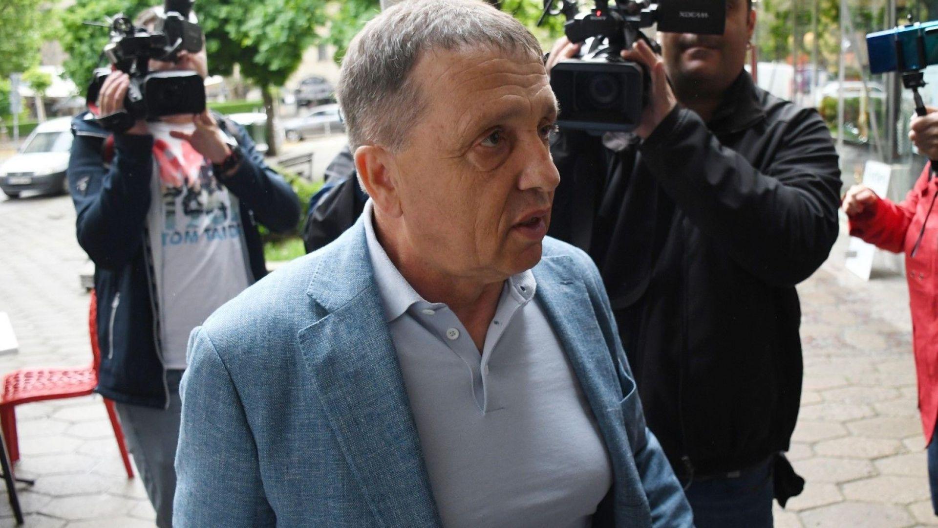 """Собственикът на """"Градус"""" Иван Ангелов: Фурмите бяха дарение, обърках се в парламента"""
